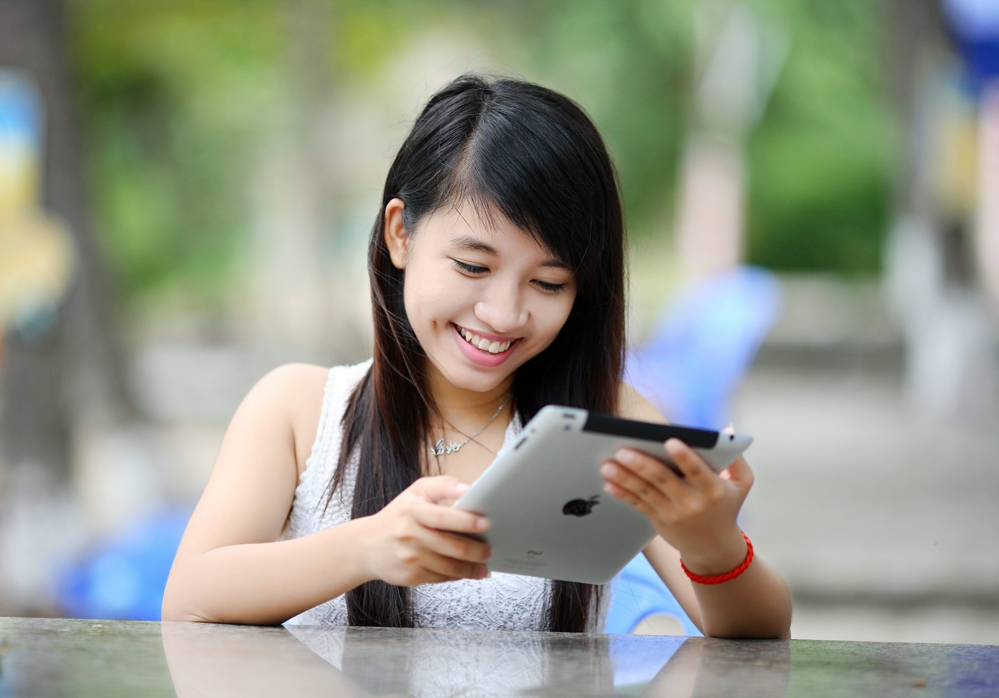 tablet woman happy - foto pubblicata da tatianaberlaffa.com