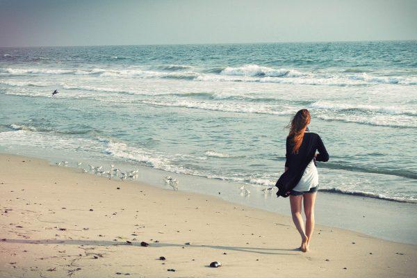 Meditazione camminata nel libro Mente Calma Cuore Aperto di Carolina Traverso. Immagine CC