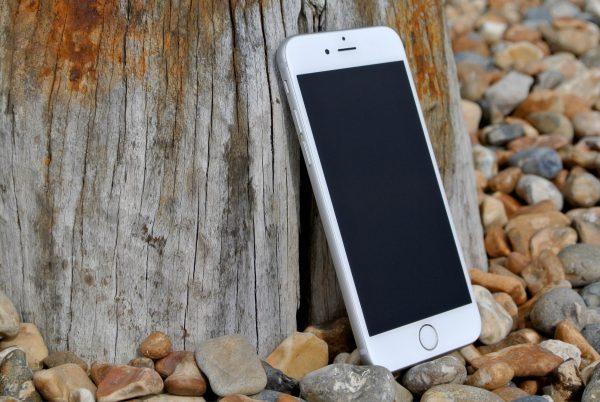 Suggerimenti mindfulness prima di rispondere al cellulare nel libro: Mente Calma Cuore Aperto di Carolina Traverso