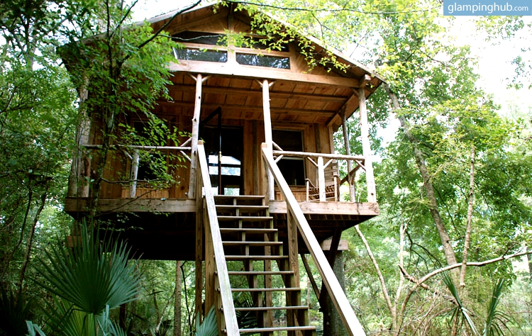 treehouse - discoverglamping.com