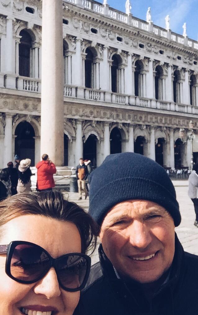 festa del papà: gita a venezia - selfie di uomo e donna che sorridono in piazza San Marco - tatianaberlaffa.com