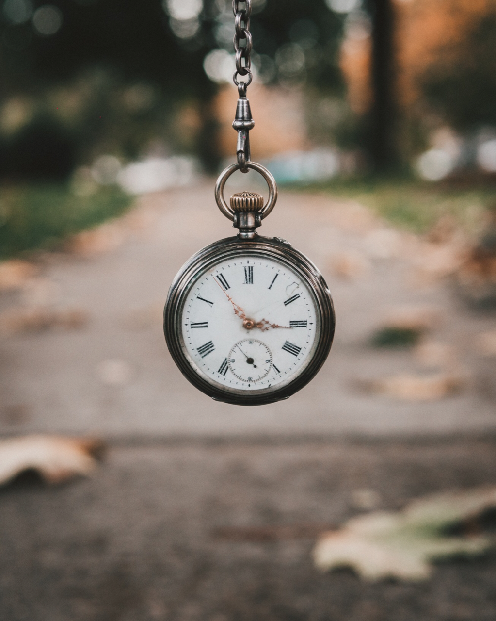 orologio a pendolo sopra una strada - foto in CC tatianaberlaffa.com