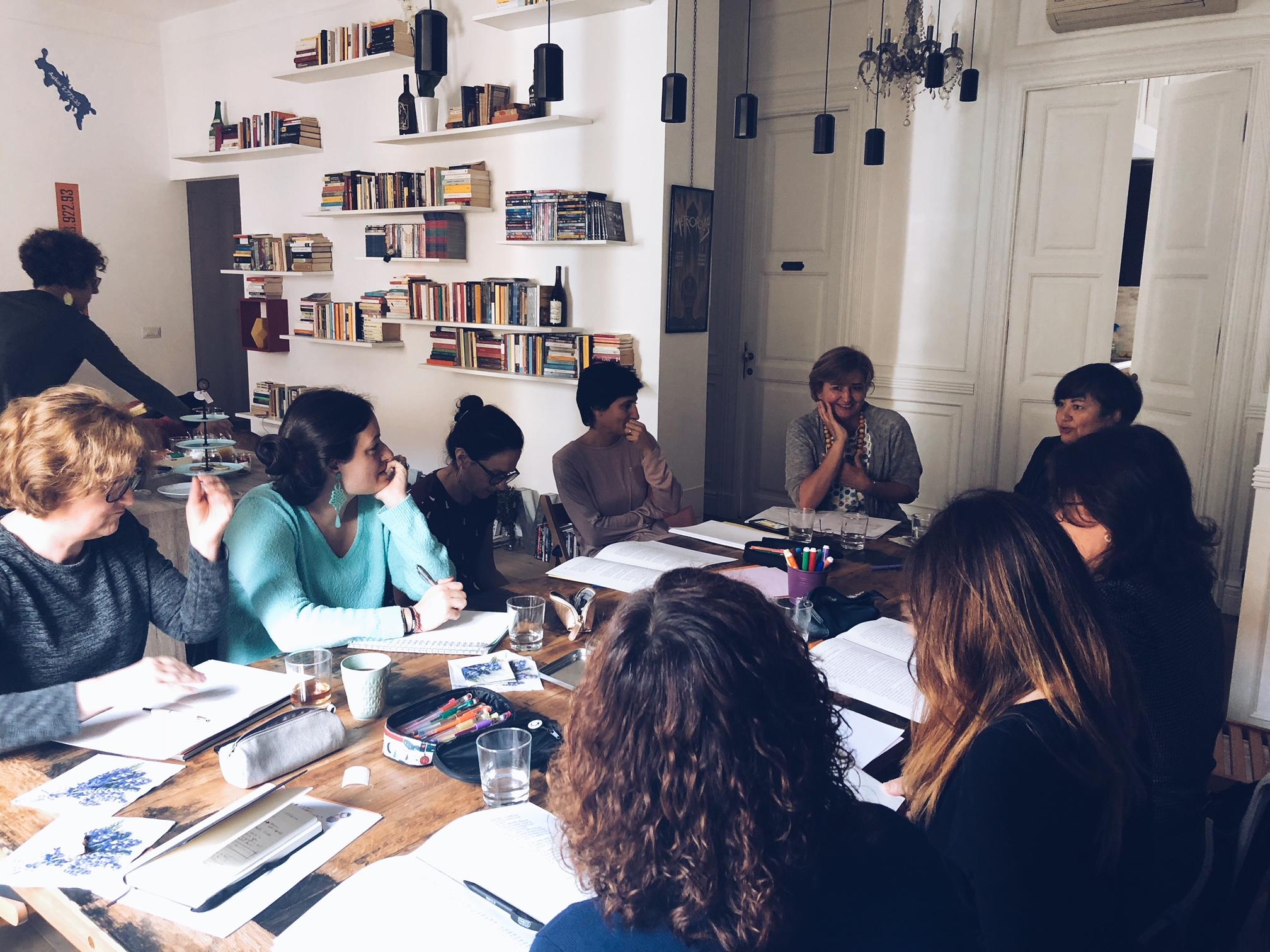 Intorno al tavolo durante l'Workshop con Caterina Lazzarini, Life Coach - tatianaberlaffa.com
