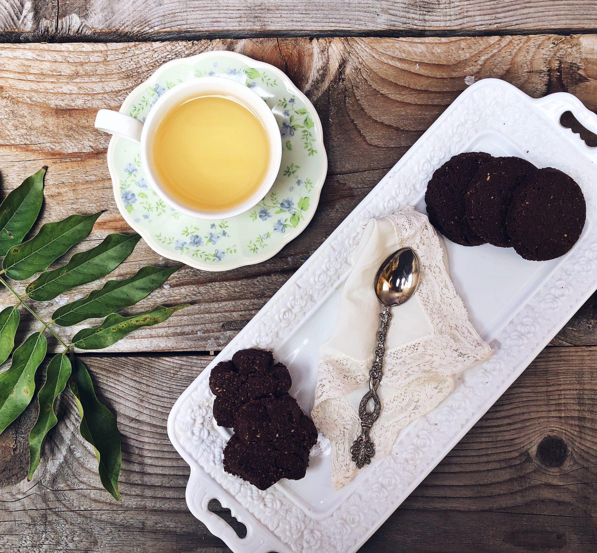Colazione di Natale con biscotti al cioccolato e tè - tatianaberlaffa.com