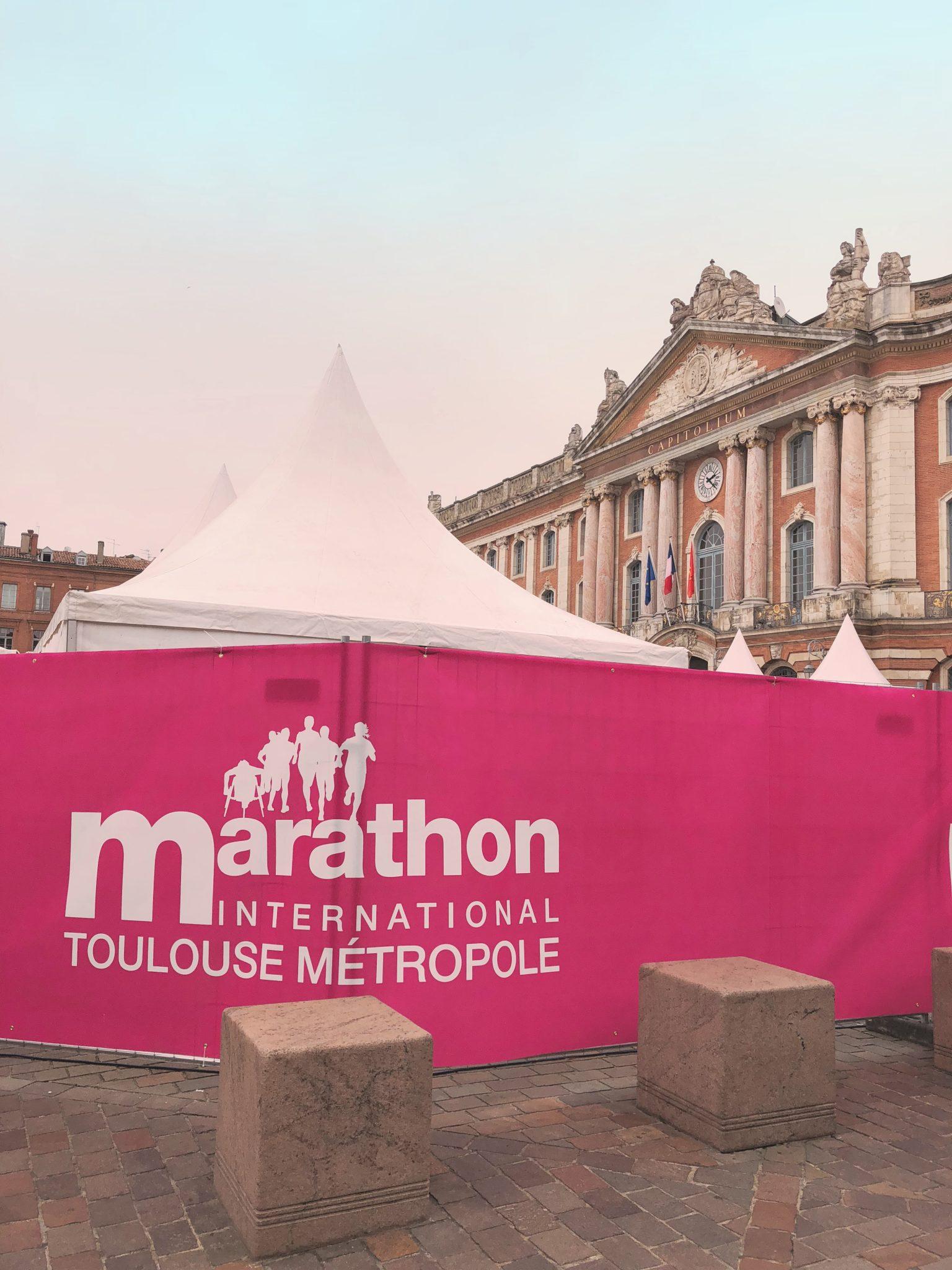 Place du Capitole a Tolosa il giorno della Maratona - Tolosa: 3 modi di vedere la città - tatianaberlaffa.com