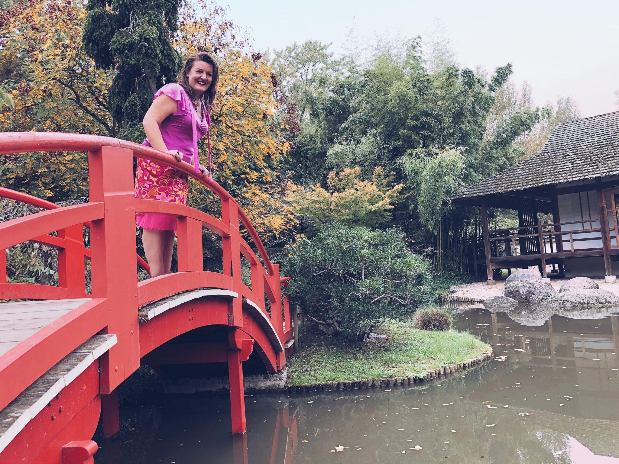 Donna sul ponte del giardino giapponese di Tolosa - Tolosa: 3 modi di vedere la città - tatianaberlaffa.com