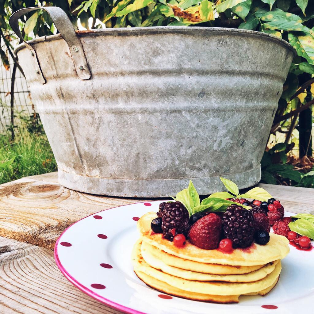 Mindful Eating: Mindful Eating: 5 Esercizi di Consapevolezza - Pancakes con frutti di bosco e miele - tatianaberlaffa.com