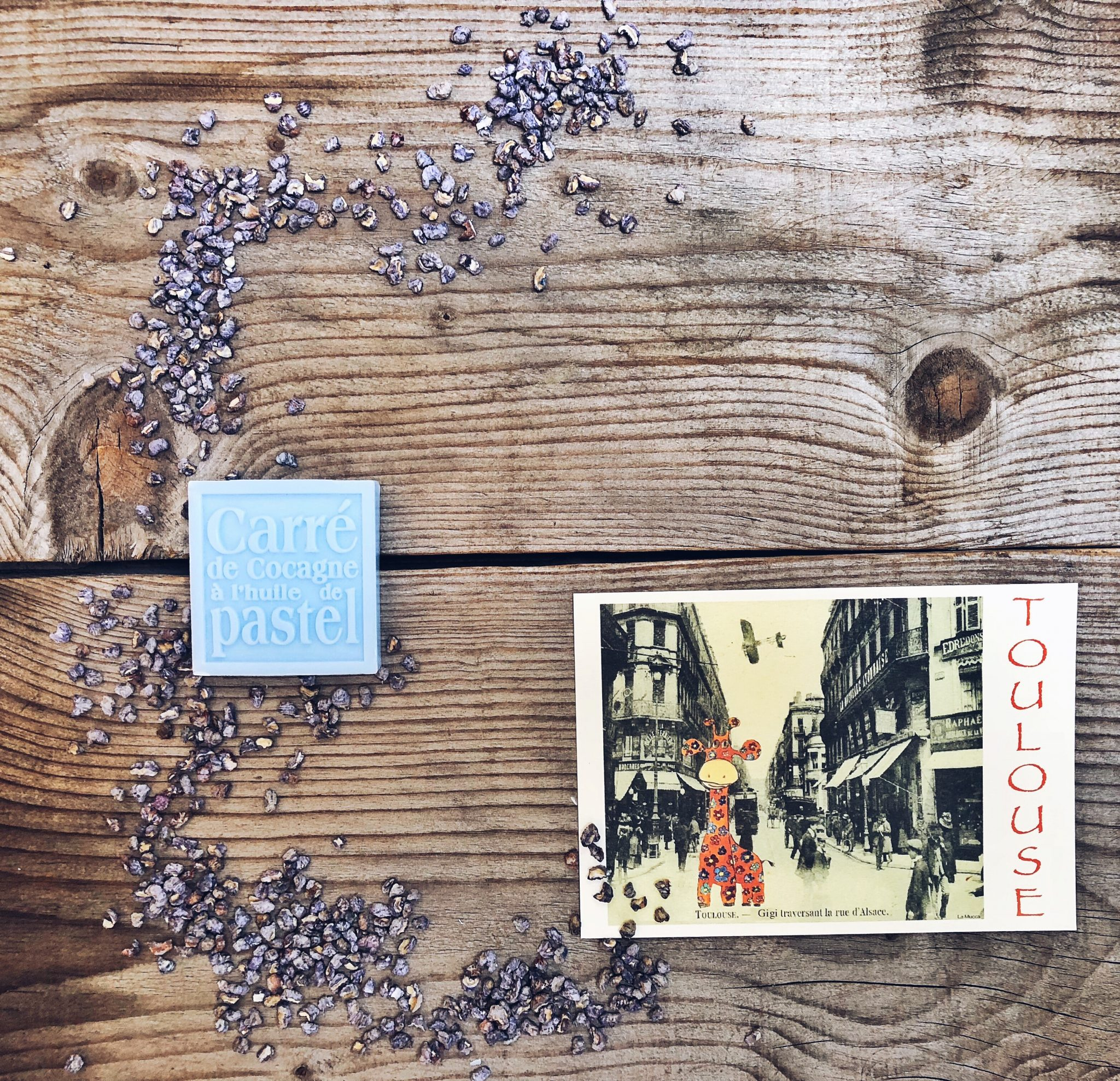 Ricordi di Tolosa: saponetta Pastel, cartolina vintage e violettes profuma ambiente - 3 modi di vedere una città - tatianaberlaffa.com