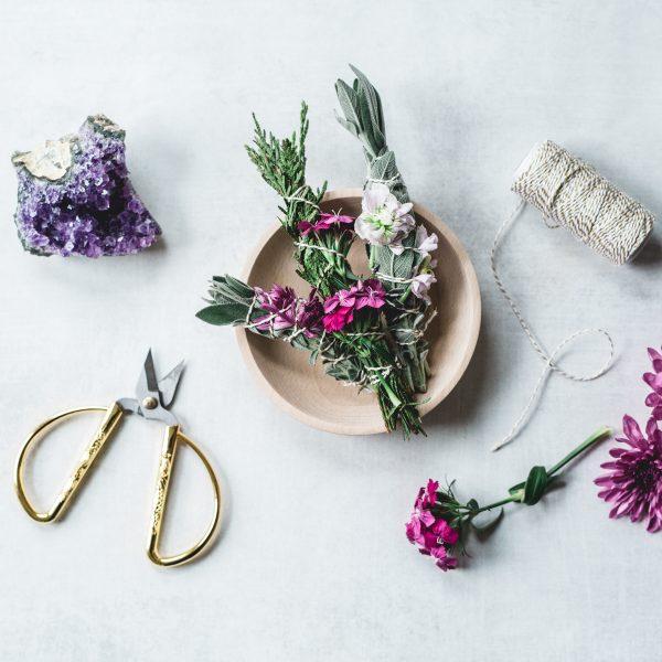 incantesimi e proprietà magiche delle piante per la magia bianca con erbe e piante esoteriche